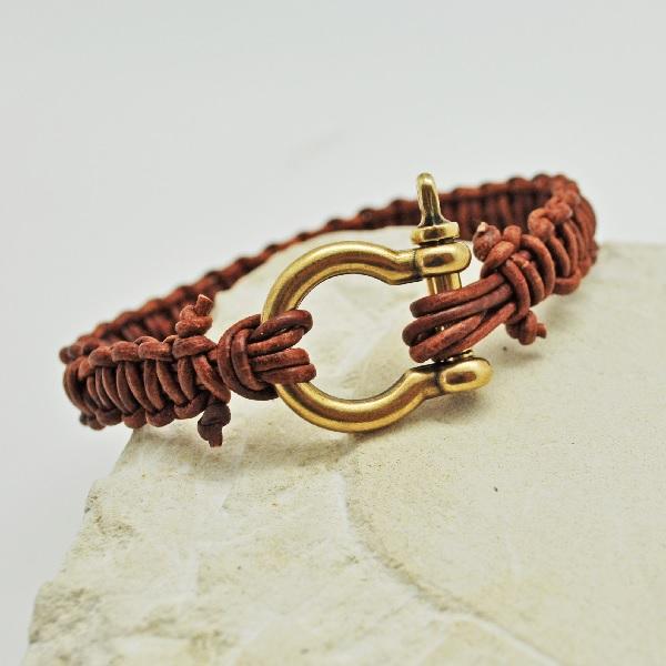 Bracelet macramé homme cordon cuir et fermoir manille