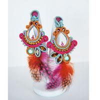 b878567bf Boucles d'oreilles en soutache avec des plumes et des cristaux Swarovski