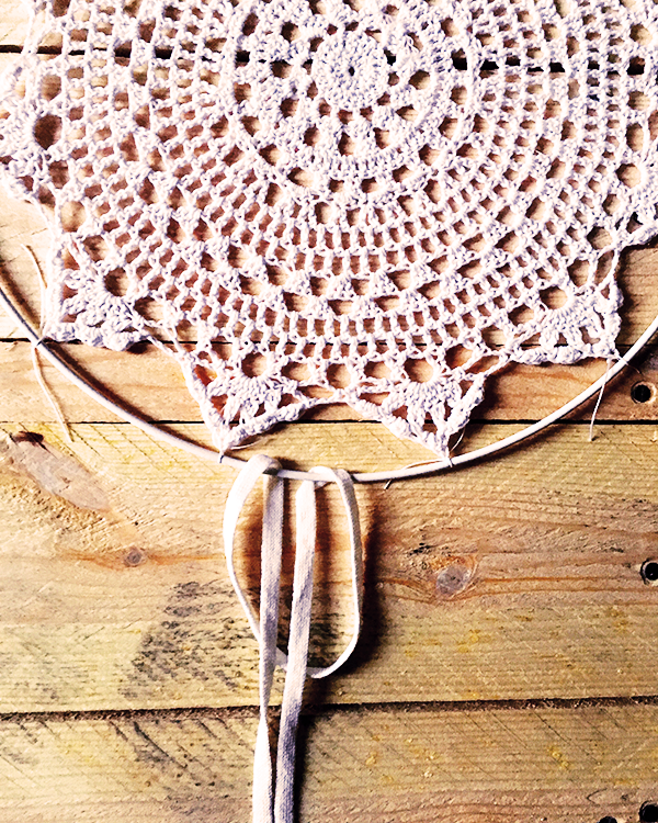 Dreamcatcher attrape r ve diy facile napperon au crochet dentelle perles co - Attrape reve crochet ...
