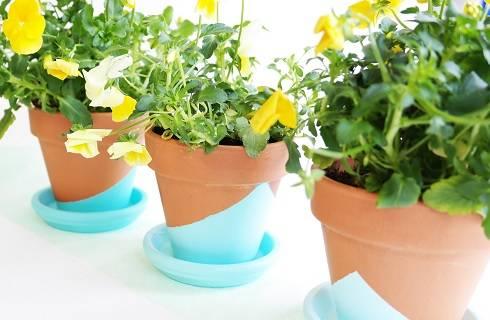 diy peindre ses pots de fleurs pour le printemps avec la peinture perles co. Black Bedroom Furniture Sets. Home Design Ideas