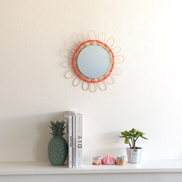 Diy miroir en rotin perles co for Mur miroir rotin