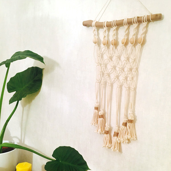 Diy d co tissage mural en macram facile perles co for Mural en elastique