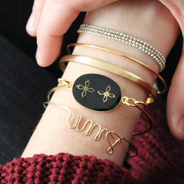 bracelet jonc croix fantaisie avec de la r sine poxy bi. Black Bedroom Furniture Sets. Home Design Ideas