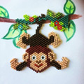 DIY Petit singe suspendu en tissage brick stitch
