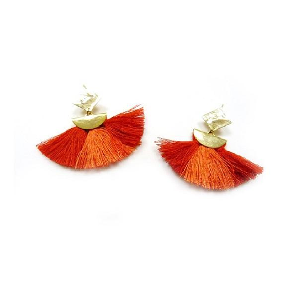 Diy facile boucles d 39 oreilles avec embout demi lune et pompons perles co - Boucle d oreille diy ...
