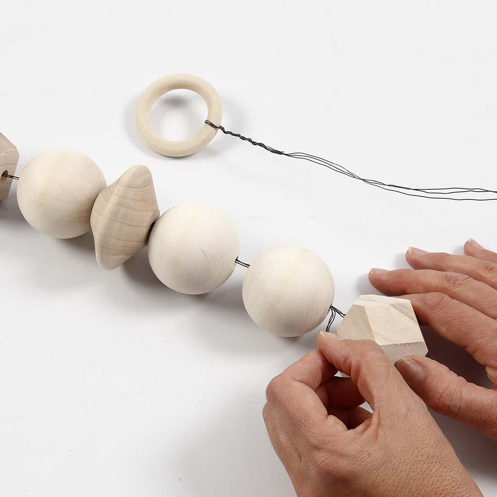 diy d co scandinave r aliser une suspension pour photos avec des perles co. Black Bedroom Furniture Sets. Home Design Ideas