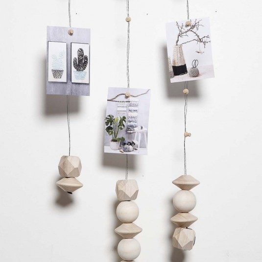 diy d co scandinave r aliser une suspension pour photos avec des perles co. Black Bedroom Furniture Sets. Home Design Ideas