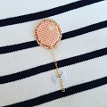 Broche ballon en tissage brick stitch et thermocollant pailleté