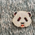 Broche motif panda en tissage Brick Stitch