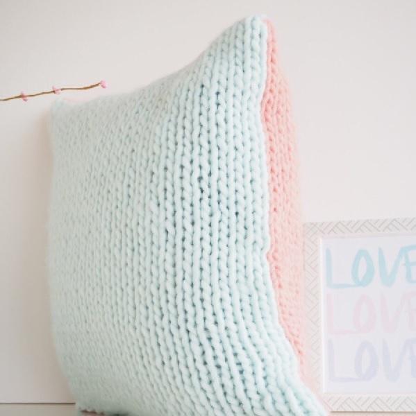 diy tricot housse de coussin au point jersey en laine super chun perles co. Black Bedroom Furniture Sets. Home Design Ideas