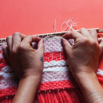 tissage de laine mural laine essentials et laine fashion gigantic perles co. Black Bedroom Furniture Sets. Home Design Ideas