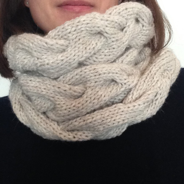 Tricoter un snood torsad laine rico essentials perles co - Tricoter un snood debutant ...