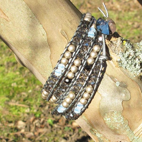 bracelet wrap cendr cordon en cuir rondes et nacr es swarovski perles co. Black Bedroom Furniture Sets. Home Design Ideas
